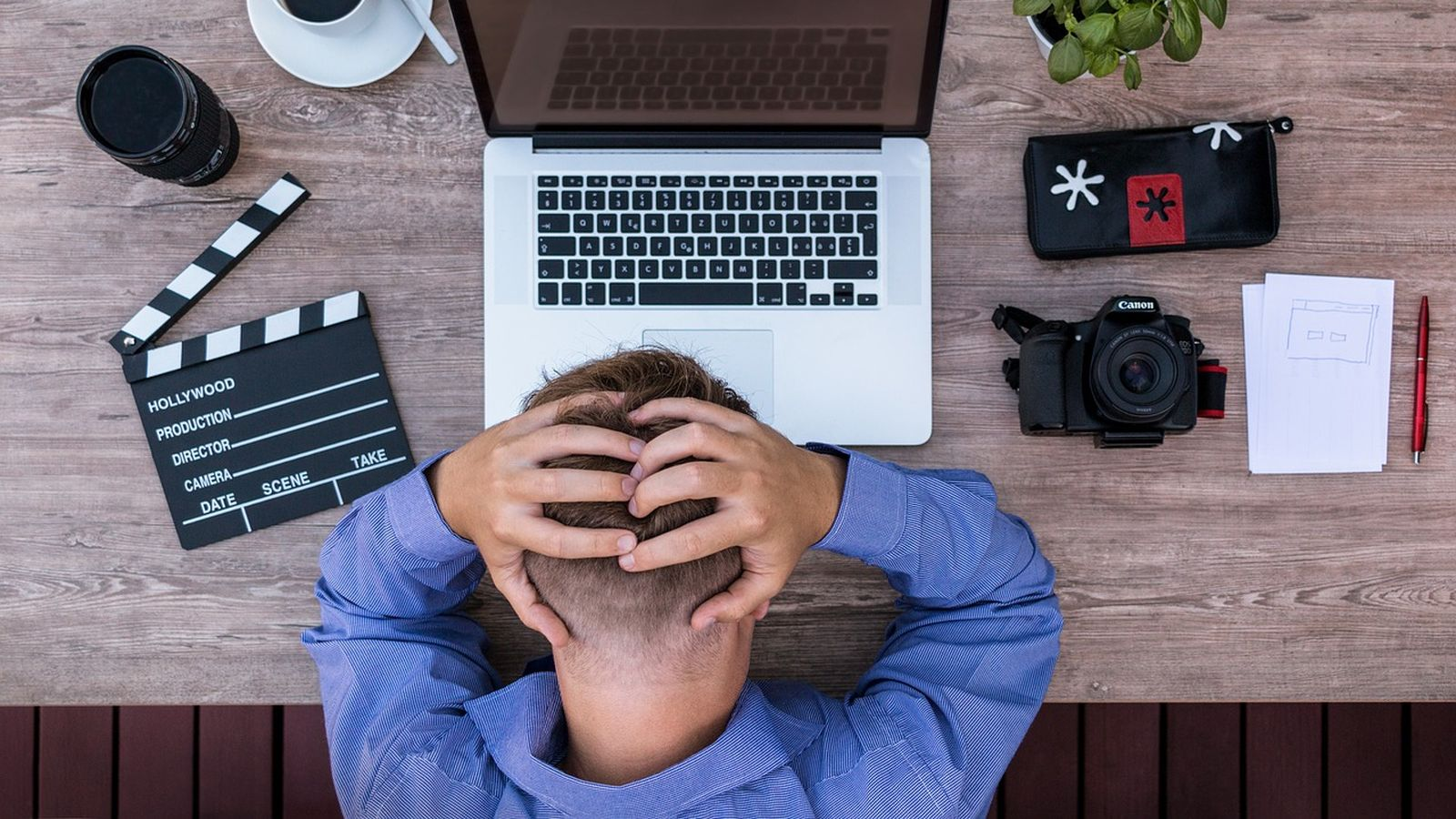 Fehlhaltungen im Homeoffice: Beschwerden durch Verspannungen und psychosomatische Symptome nehmen zu